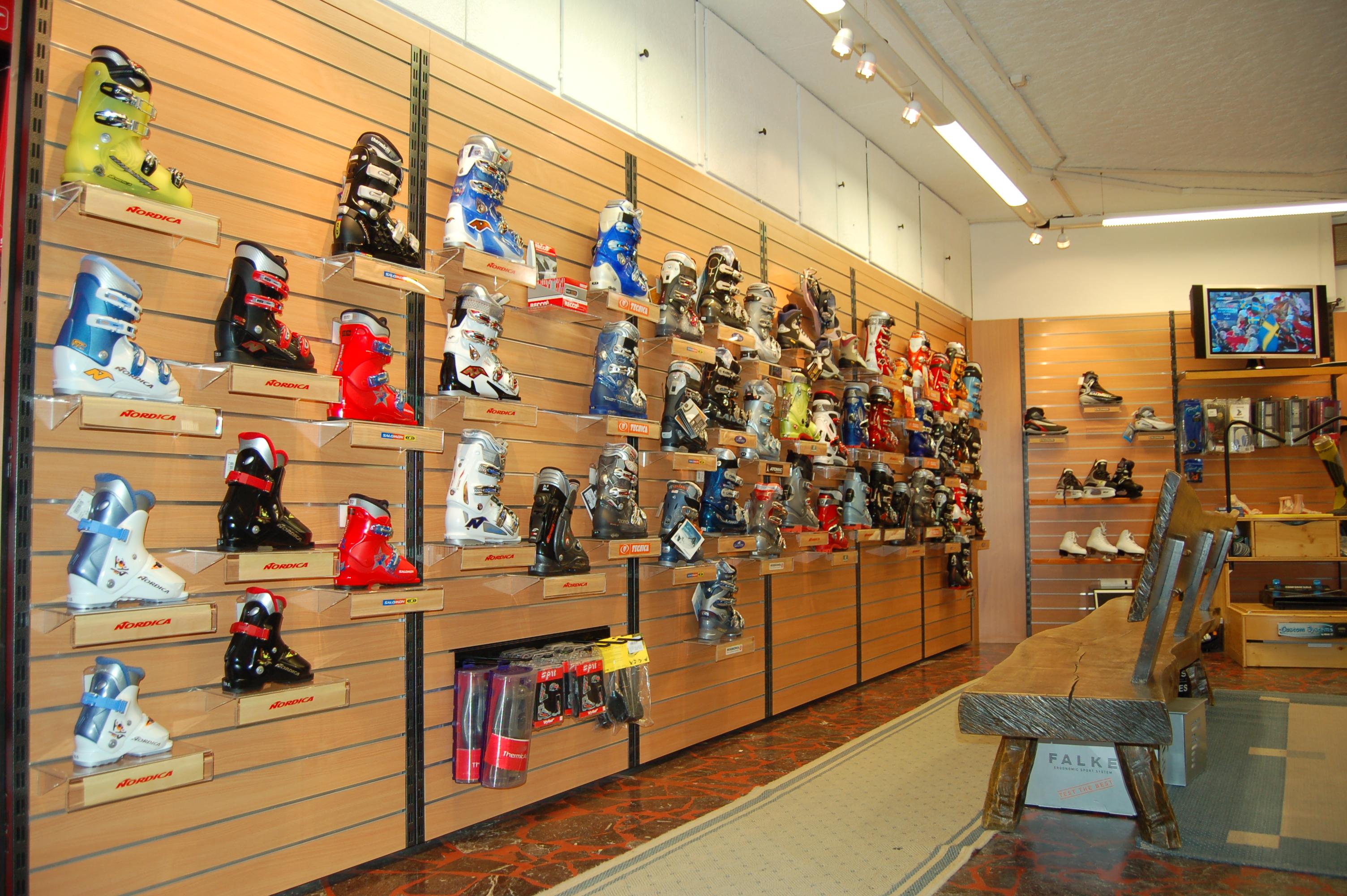 alex sports les boutiques chaussures de sports. Black Bedroom Furniture Sets. Home Design Ideas